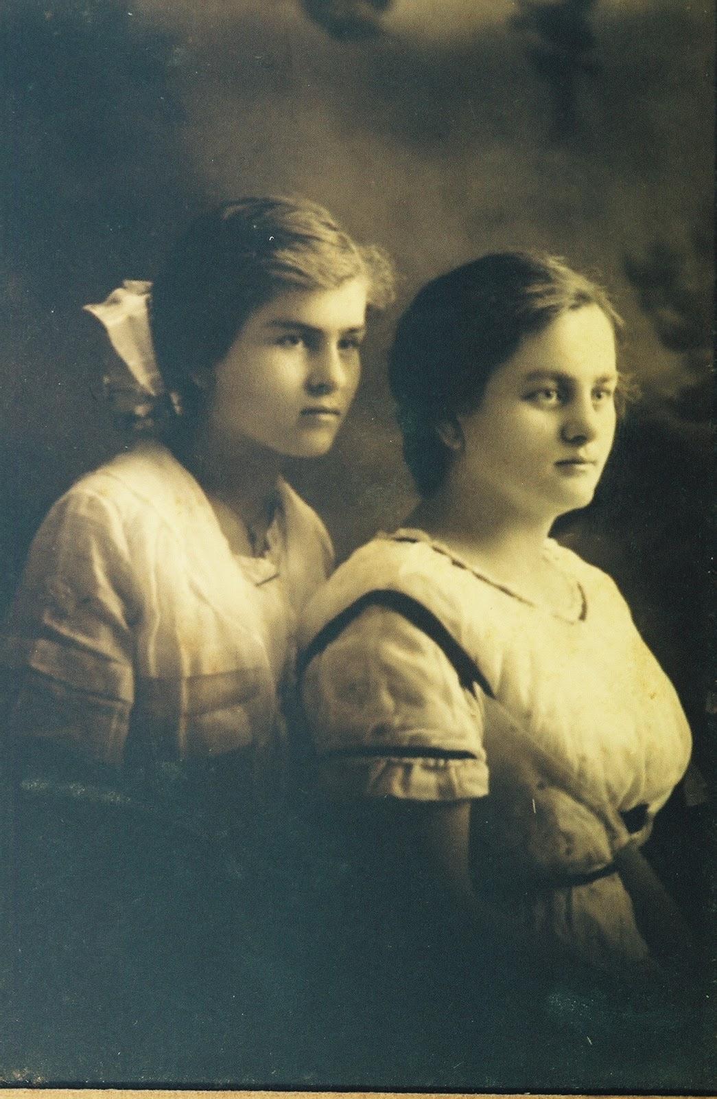 http://2.bp.blogspot.com/_GFcqNQgVl08/TNkCQQIQd_I/AAAAAAAAEU8/-PY0dYANSHc/s1600/Dot+and+Selma.jpg