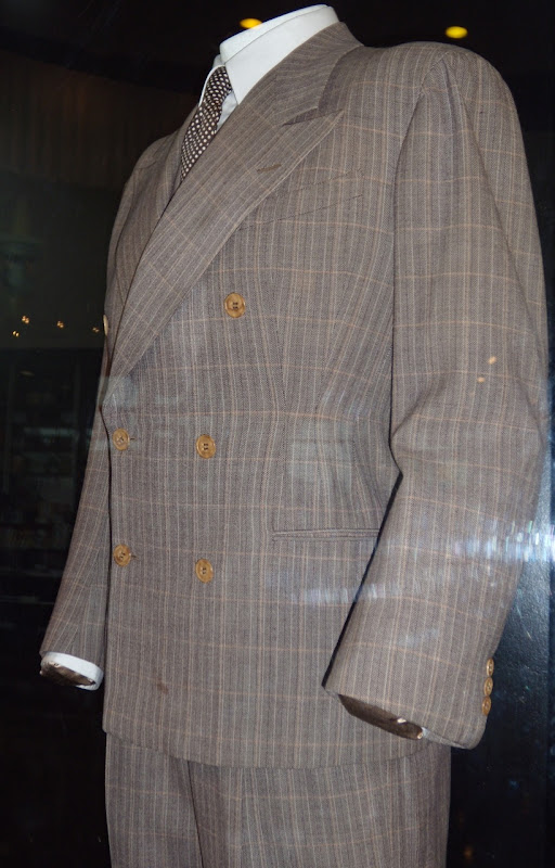 Humphrey Bogart suit from Casablanca movie