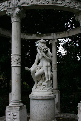 Outdoor cherub sculpture huntington Gardens