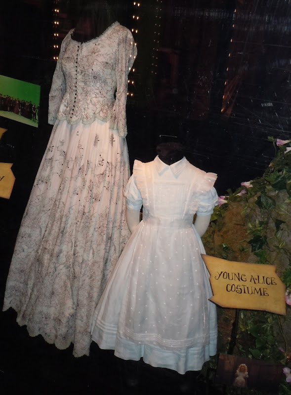 Young Alice and Helen Kingsley movie costumes