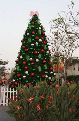 Festive Farmers Market tree
