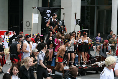 Pirates float Bay to Breakers 2010
