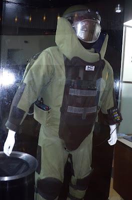 The Hurt Locker body armour bomb suit  movie costume
