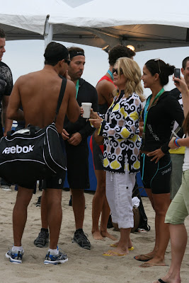 Jeremy Piven and Mario Lopez chat at Malibu Triathlon