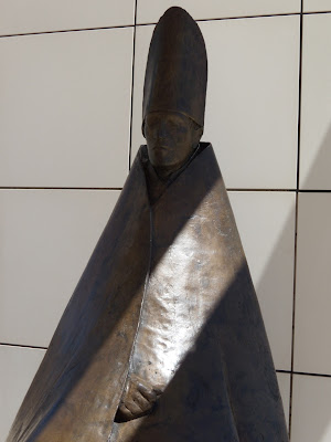 Seated Cardinal sculpture Giacomo Manzu