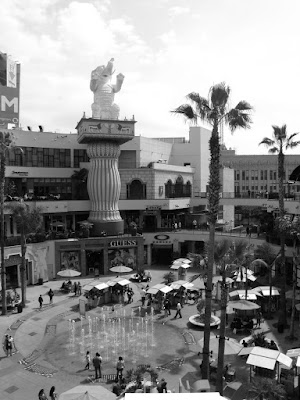 Hollywood & HIghland center fountains