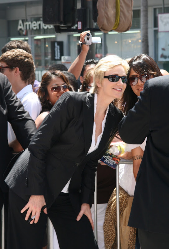 Jane Lynch posing with fans