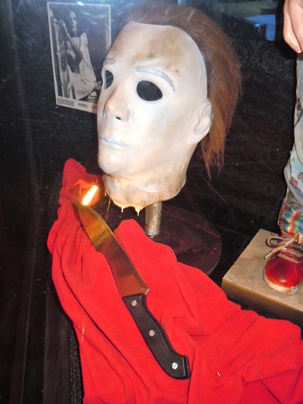 Michael Myers Halloween mask and knife prop