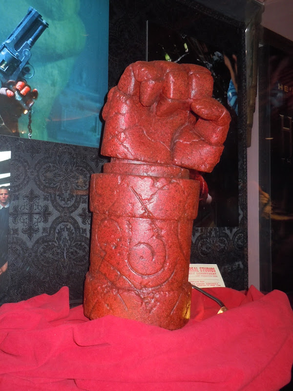 Hellboy 2 right hand of doom glove