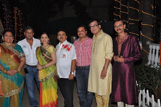 Supriya Pathak, Aatish Kapadia, Disha, Wakhani, Dilip Joshi, Asit Modi, Praful, Popat Lal on the sets of TMKOC