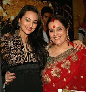 Sonakshi with her mother