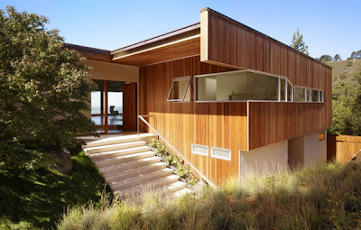 Modern Hillside House Rules the Hills