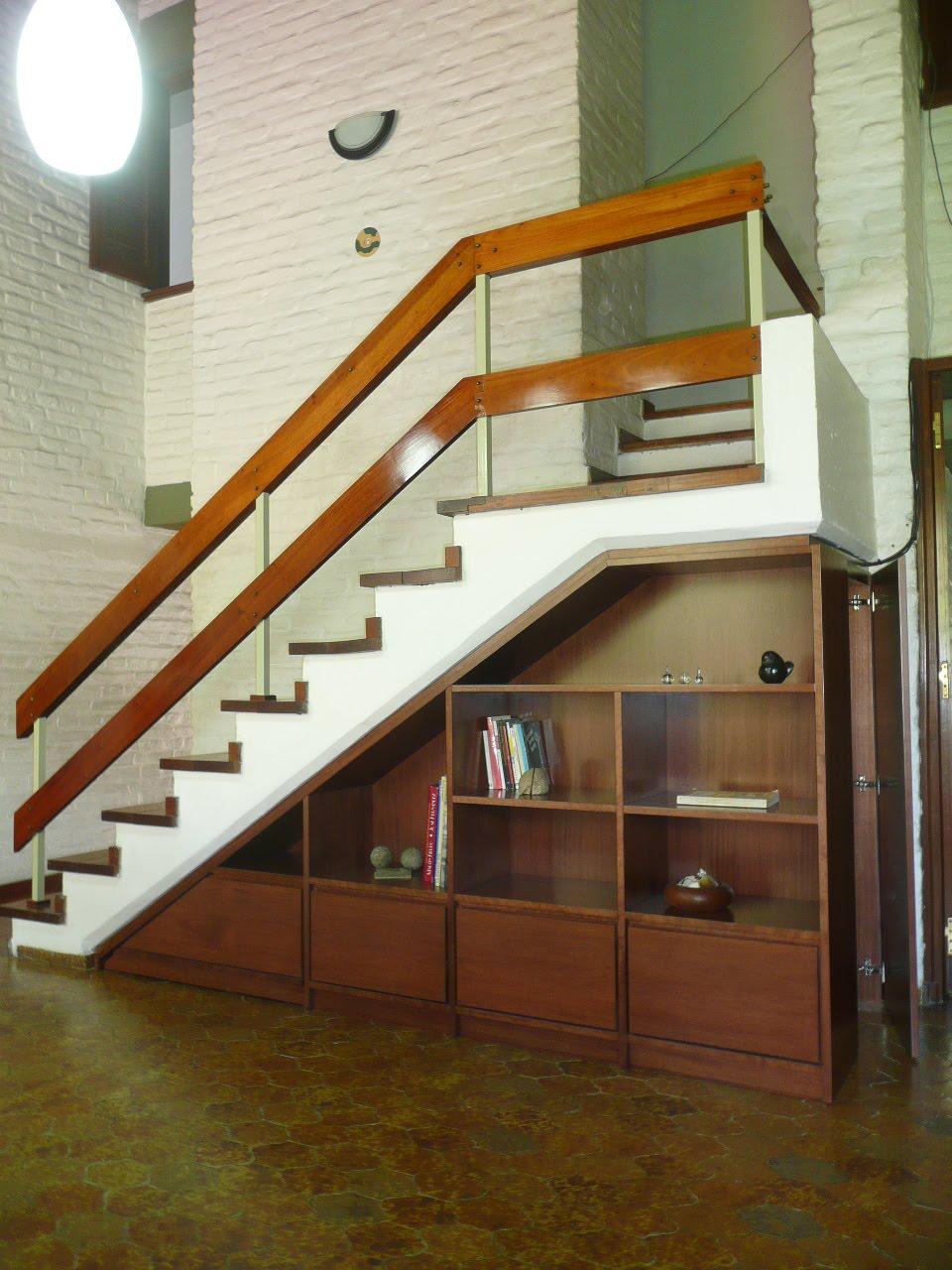 Carpinteria el gallo biblioteca bajo escalera con puerta for Biblioteca debajo de la escalera
