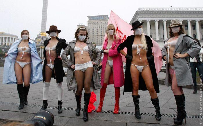 Ukrainian Girls Protest Against Swine Flu
