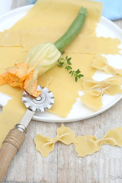 """recettes  Les Farfalle Frais aux Fleurs de Courgettes & Le nouveau Concours  """"Multiquick Artiste Pâtisserie"""" de Braun..."""