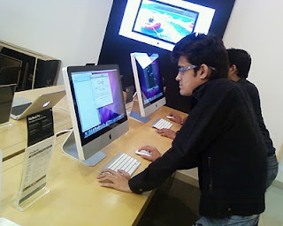 Hardik Shah [Guru] with Apple iMac MC207