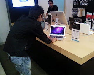 Hardik Shah [Guru] with Apple Macbook Air