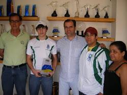 Secretário de Esportes Marcio Ferreira, Diretor Técnico Paulo Muller e os enxadristas Hugo e Sidney