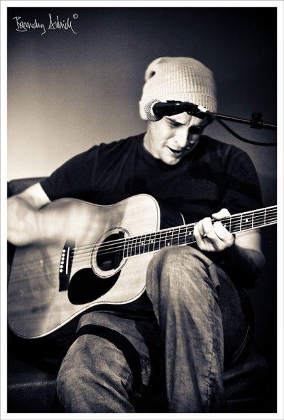 [blurred+guitar+strums.jpg]