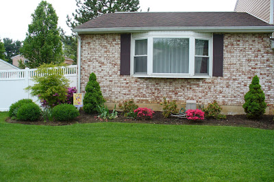 Front yard landscaping we did it ourselves family for Front window landscaping ideas