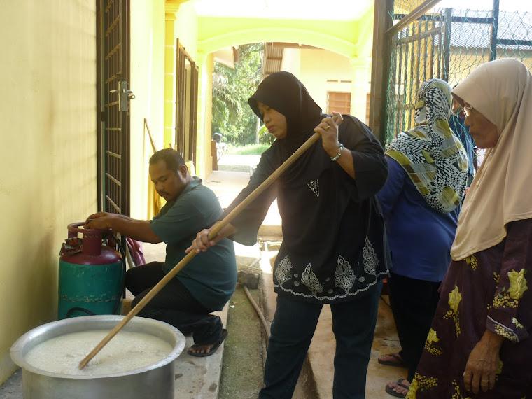 Rewang di Perpustakaan Desa Parit Senah Bersama JKKK Kg Pt Yaani.