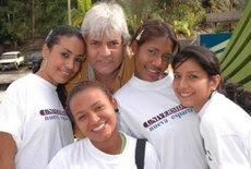Juan Miguel Avalos y estudiantes del UNEPAS, responsabilidad social empresarial.