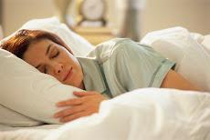 Cree un ambiente adecuado para acostarse. La mayoría de las personas duerme mejor a oscuras