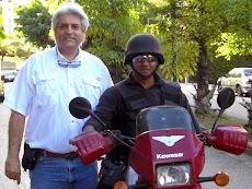 Prof. Juan Miguel Avalos y la Policia Hatillo durante recorrido de la Caminata UNEISTA  3K
