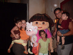 Dora and the fam at the zoo!