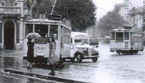 Bs. As. Tranvía 2, Av. Rivadavia e H. Yrigoyen- 1944, cuando se circulaba por mano izquierda.