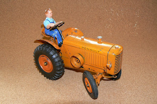 jouets anciens tracteur renault par cij superbe. Black Bedroom Furniture Sets. Home Design Ideas