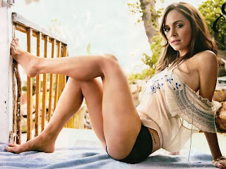 sexy Eliza Dushku in lingerie