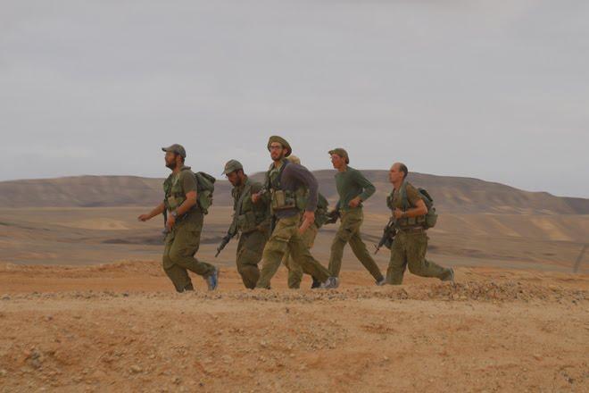 En medio de unas maniobras militares en el desierto del Negev, al sur de Israel