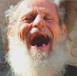 http://2.bp.blogspot.com/_GcUevF6I6qU/RzfEgW_jsSI/AAAAAAAAAA0/l55-tiVuRJw/s320/israel-125year-old-man-laughing.jpg