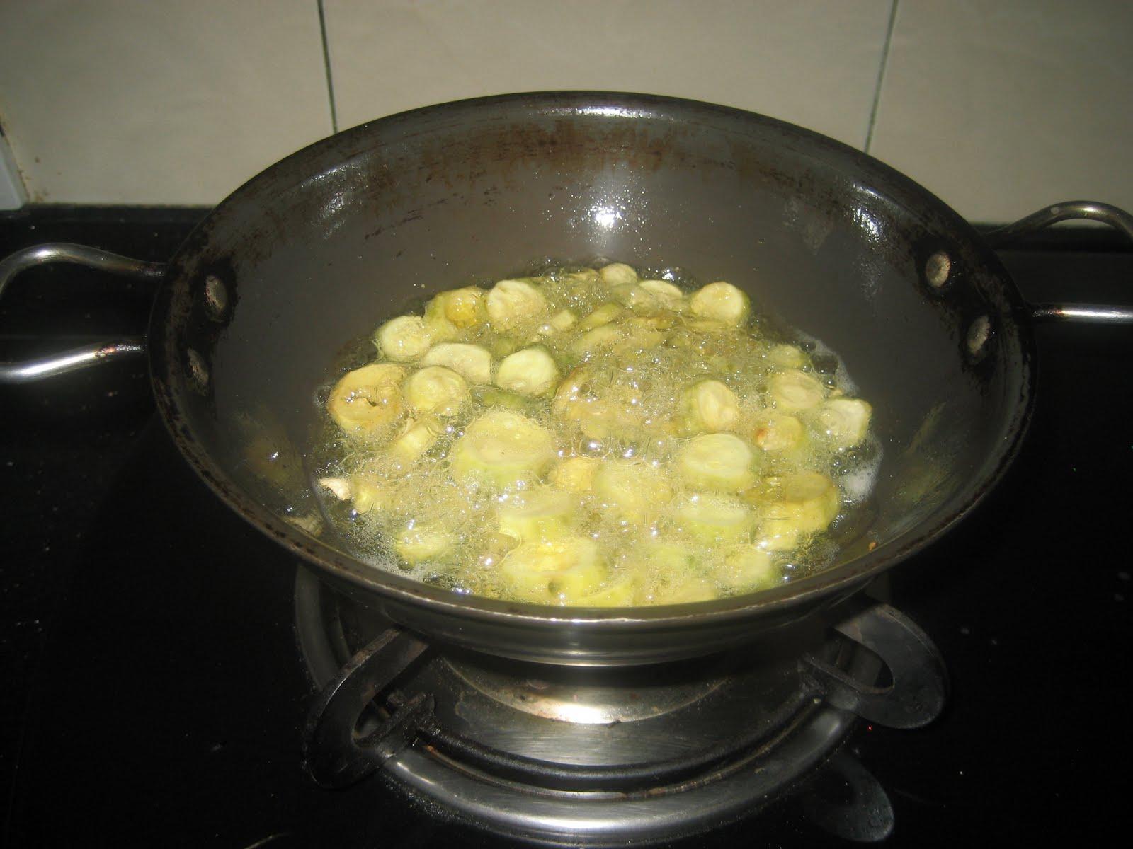 how to make karele ki sabzi