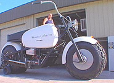 http://2.bp.blogspot.com/_GhQPEsC85gA/RpfCbD_UumI/AAAAAAAAAXw/_Gzdhd_RucM/s400/biggest%2Bbike.JPG
