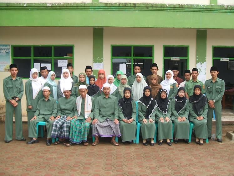 Dewan Guru dan Staff TU MAS MALNU Pusat Menes