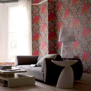 living room with beautiful wallpaper and clasic furniture