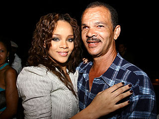 rihanna320 SHOCK: Rihanna Has Not Talked to Her Father Since Attack