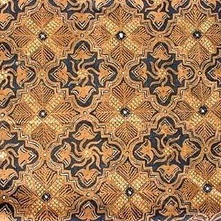 bungkuslah kedua batik itu batik yang asli dengan batik buatannya