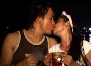 syaiful jamil and dewi persik ciuman