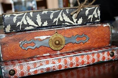 libros viejos, pie de lámpara de noche original y barato, reciclar, hecho a mano