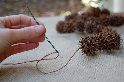 como hacer un centro de mesa muy navideño, ramas, arbol, bellotas, tutorial, inpiración