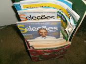 Uso de caixa de panetone, forrada com tecido para guardar revistas