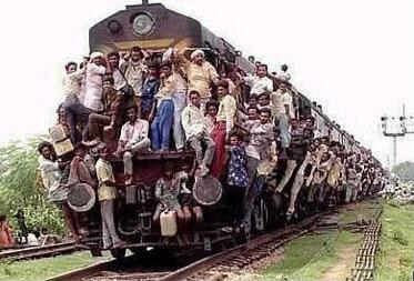 OFERTA VIAJE AL AZKENA! - Página 2 Crowded+Train+2