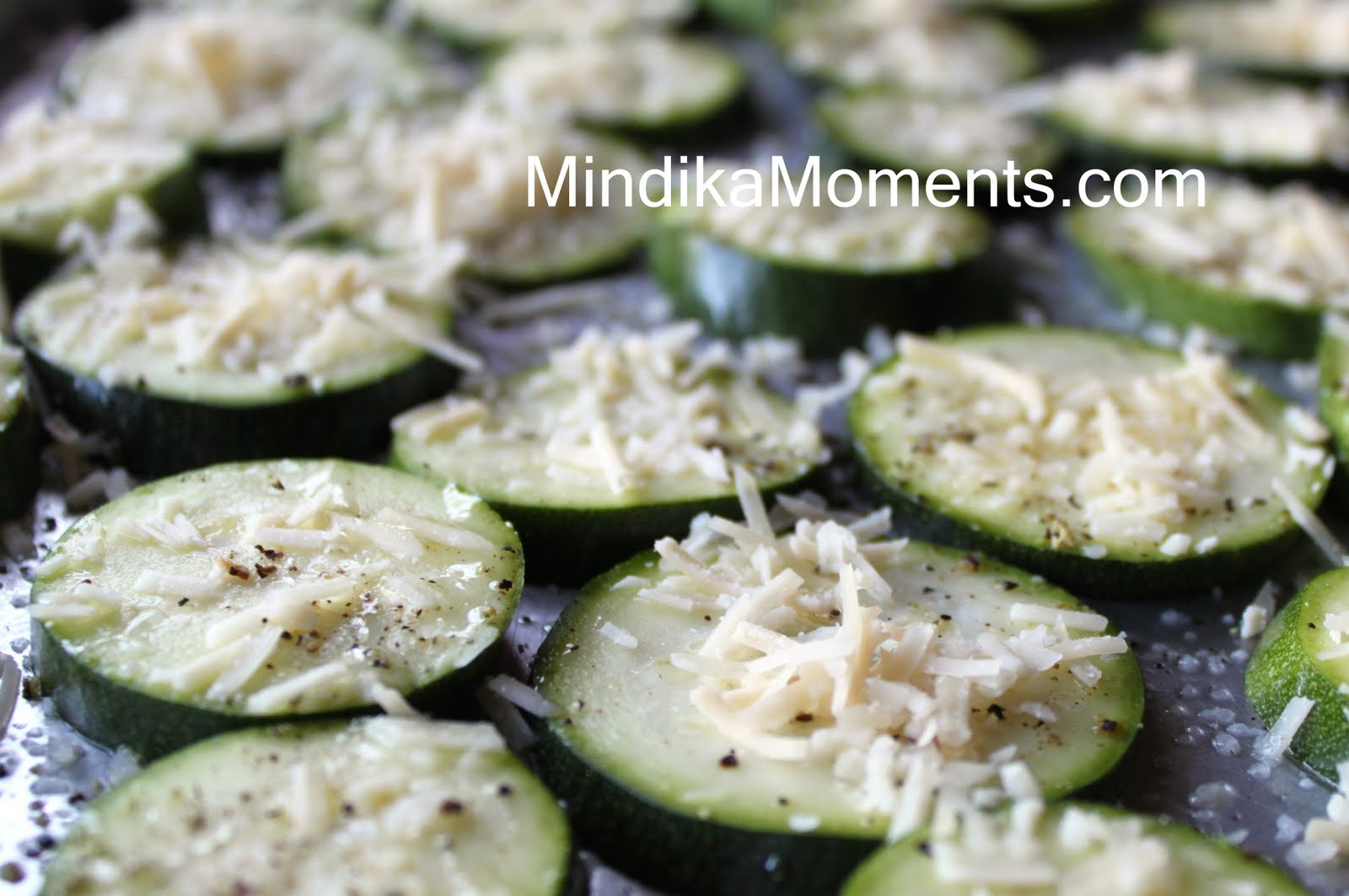 Mindika Moments: PARMESAN ZUCCHINI CRISPS