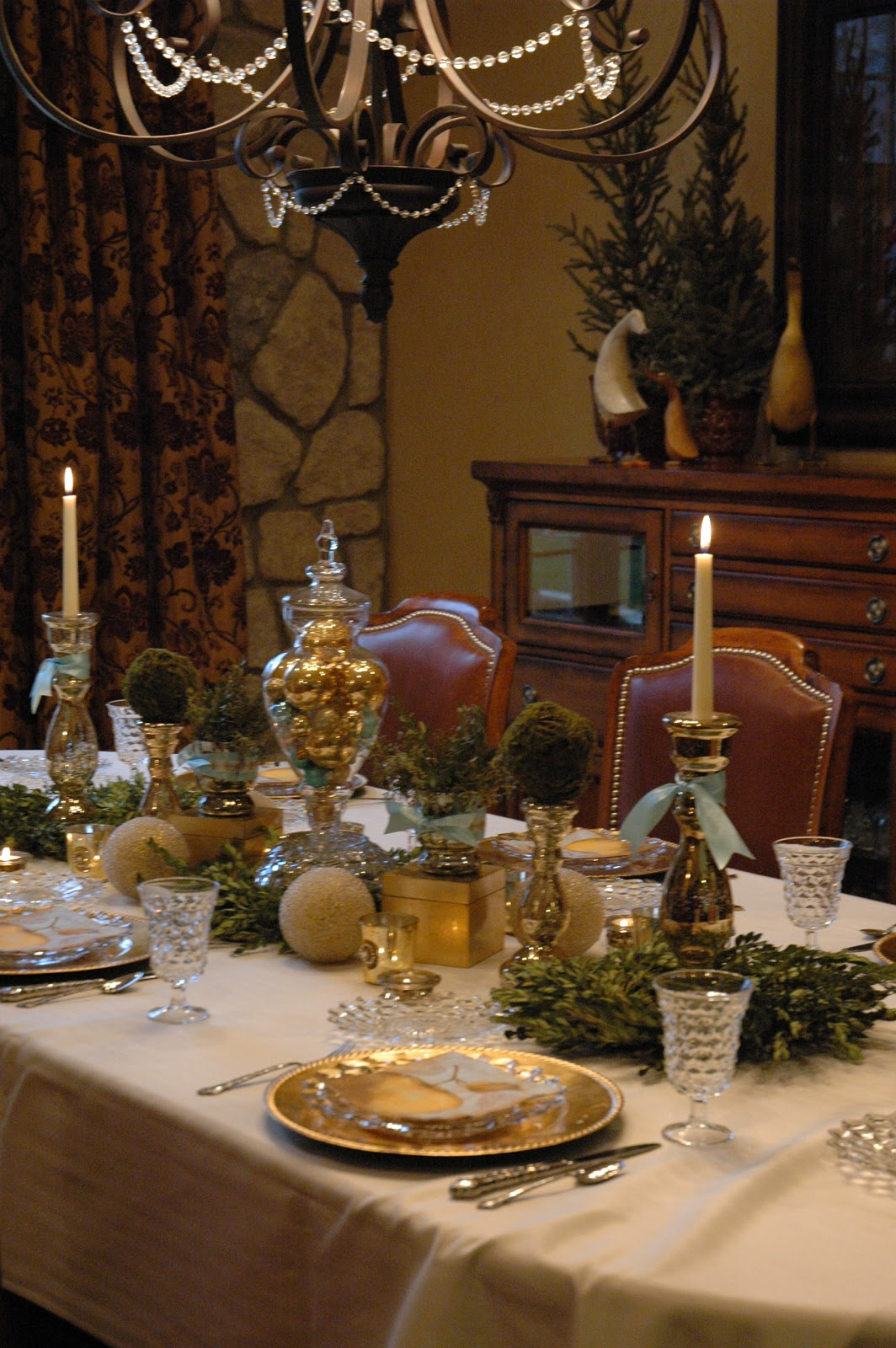 Modern Mindy Guest Post Christmas Table
