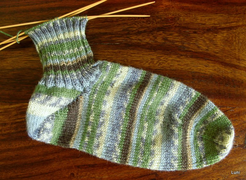 Knitting First Stitch Too Loose : 3 Sleeves to the Wind: knit socks heel first