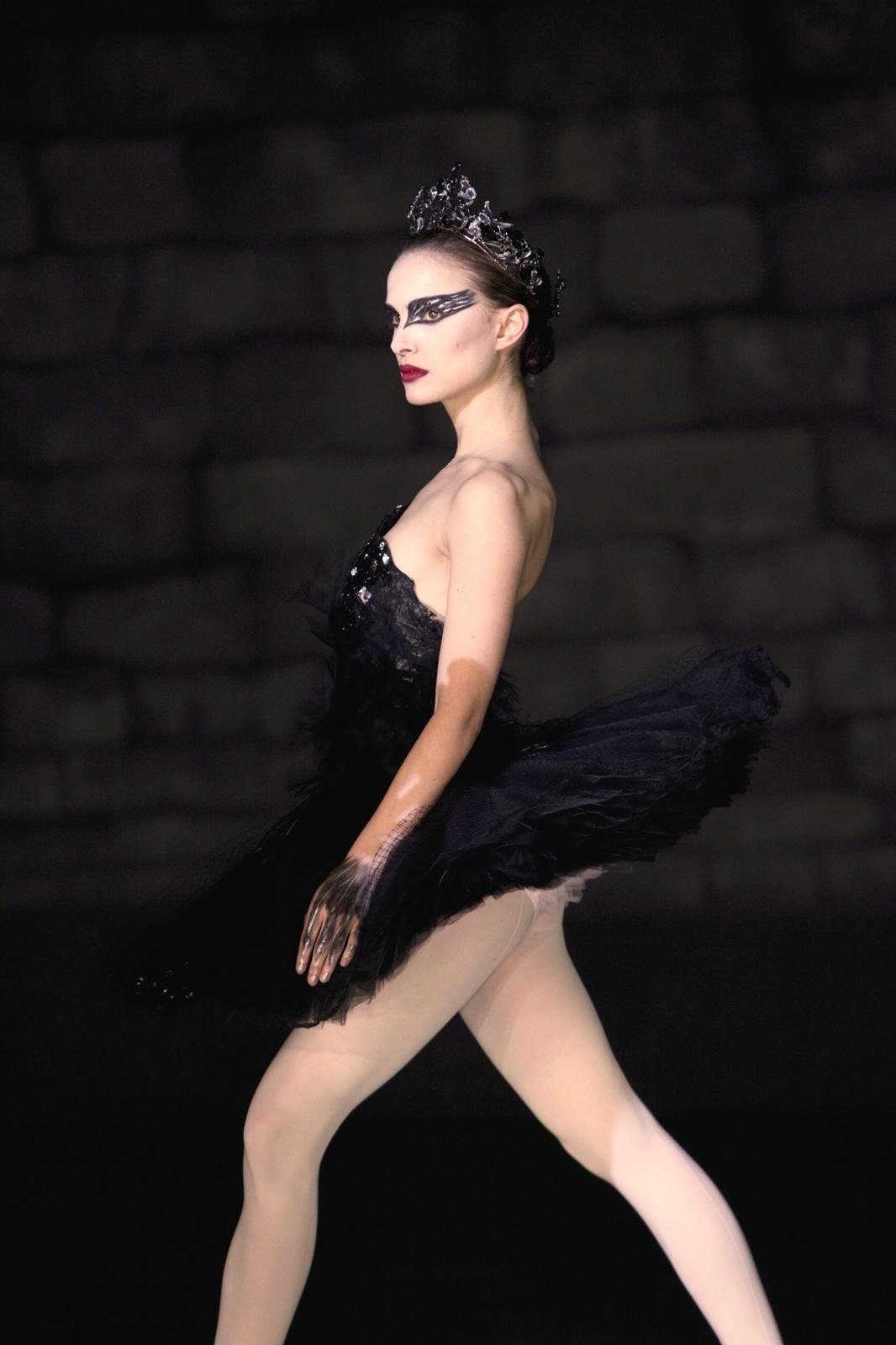 http://2.bp.blogspot.com/_H-kJiQUsu0U/TTIyc2-E_DI/AAAAAAAAAIY/8m5zBvU8LbM/s1600/natalie-portman-black-swan-promo-photo-004.jpg