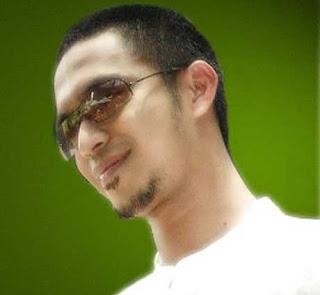 http://2.bp.blogspot.com/_H0F_h4RqC5I/STjVPY_6iCI/AAAAAAAABEU/oaUM8Hq-Ed0/s320/Mawi+-+Di+Ufuk+Pandangan.jpg